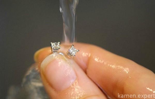 Чем почистить золото с бриллиантом в домашних условиях 38