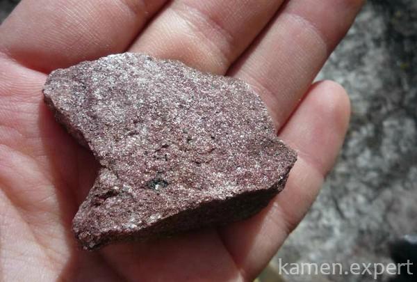 Камень на ладони