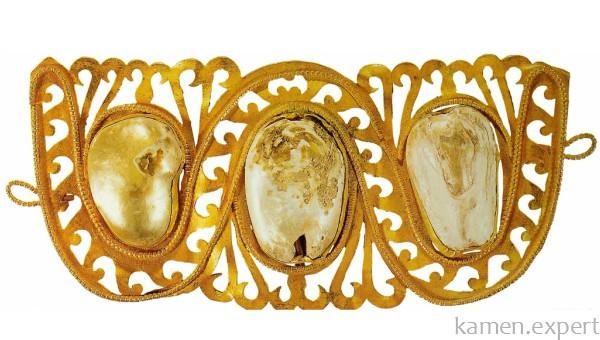 Древнее жемчужное украшение