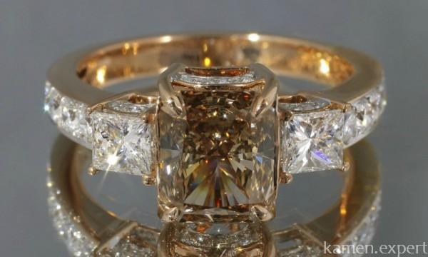 Кольцо с коньячным бриллиантом