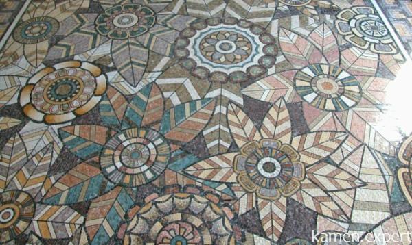 Красивая мозаика на полу