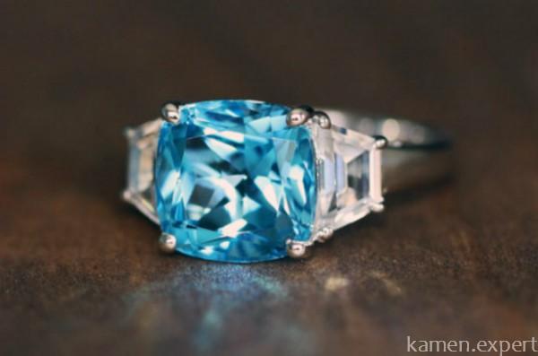 Перстень с топазом Swiss Blue