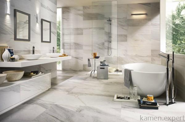 Ванная комната с мраморной отделкой