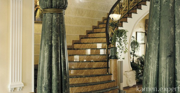 Зеленый мрамор в отделке помещения
