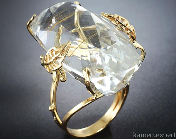 Большой серебристый топаз в кольце