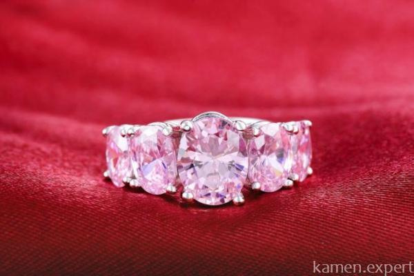 Кольцо с розовыми топазами