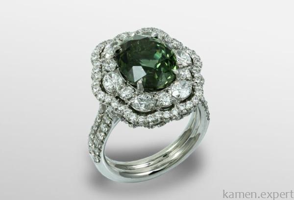 Кольцо с зеленым корундом