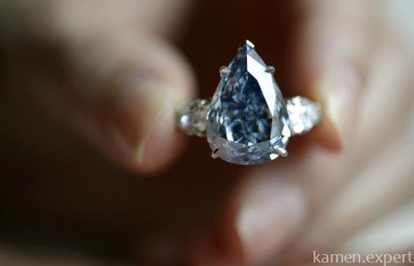 Перстень с голубым бриллиантом