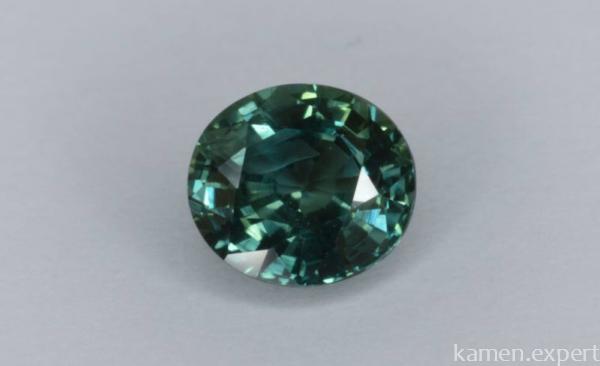 Зеленоватый камень