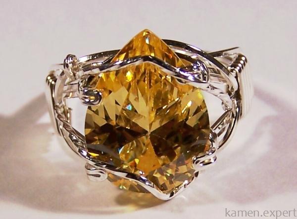 Искусно выполненное кольцо