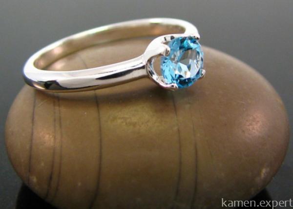 Колечко с голубым камнем