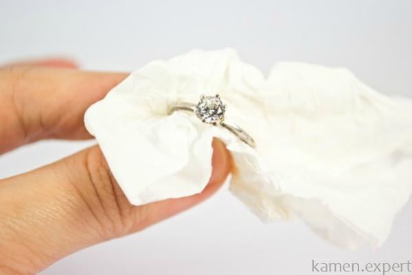Кольцо с белым топазом