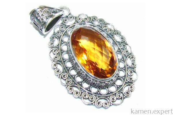 Кулон с золотистым камнем