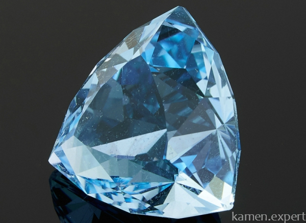 Минерал голубого цвета