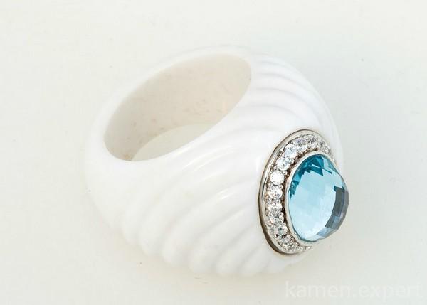 Кольцо из кахолонга и топаза