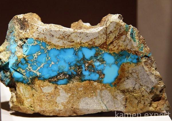Кусок минерала