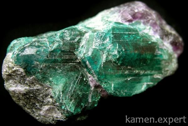 Зеленоватый минерал