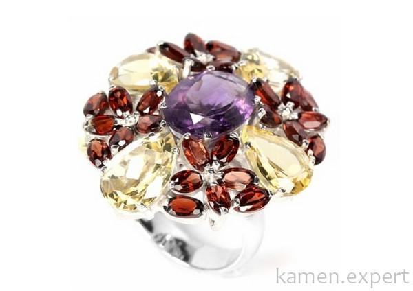 Кольцо с камнями разных цветов