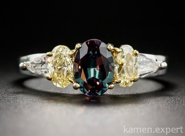 Кольцо с пятью камнями