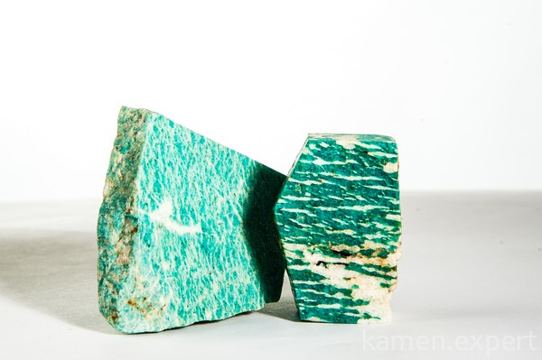 Минерал морского цвета