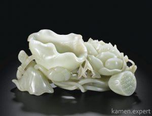 поделка из белого нефрита