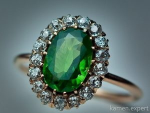 кольцо с зеленым гранатом