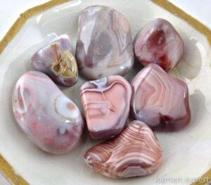 розовый агат камни